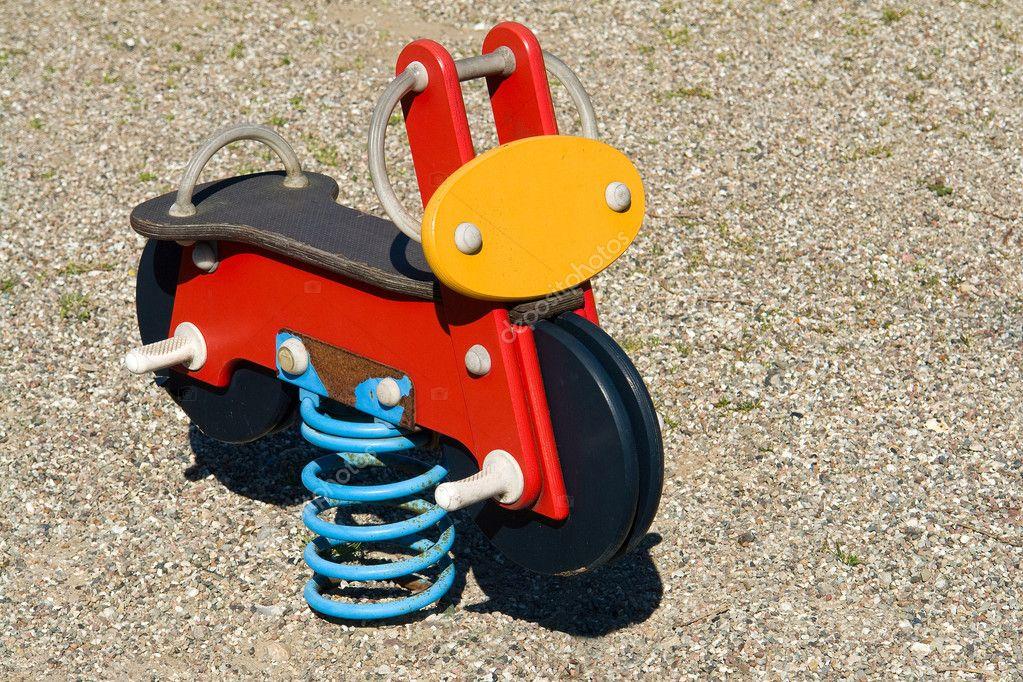 jouet printemps moto sur terrain de jeux photographie ronyzmbow 8774471. Black Bedroom Furniture Sets. Home Design Ideas