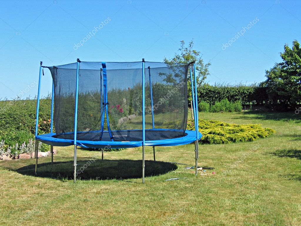 Trampoline In A Garden U2014 Stock Photo
