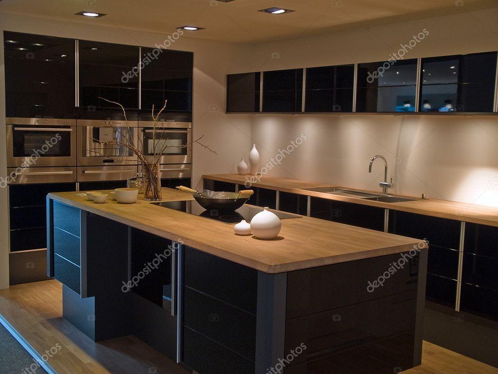 Keuken Moderne Zwart : Moderne trendy design zwarte houten keuken u stockfoto ronyzmbow
