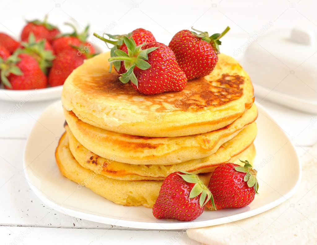 pancakes with strawberries - 1024×640