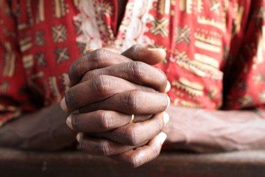 Prière. Mains jointes.