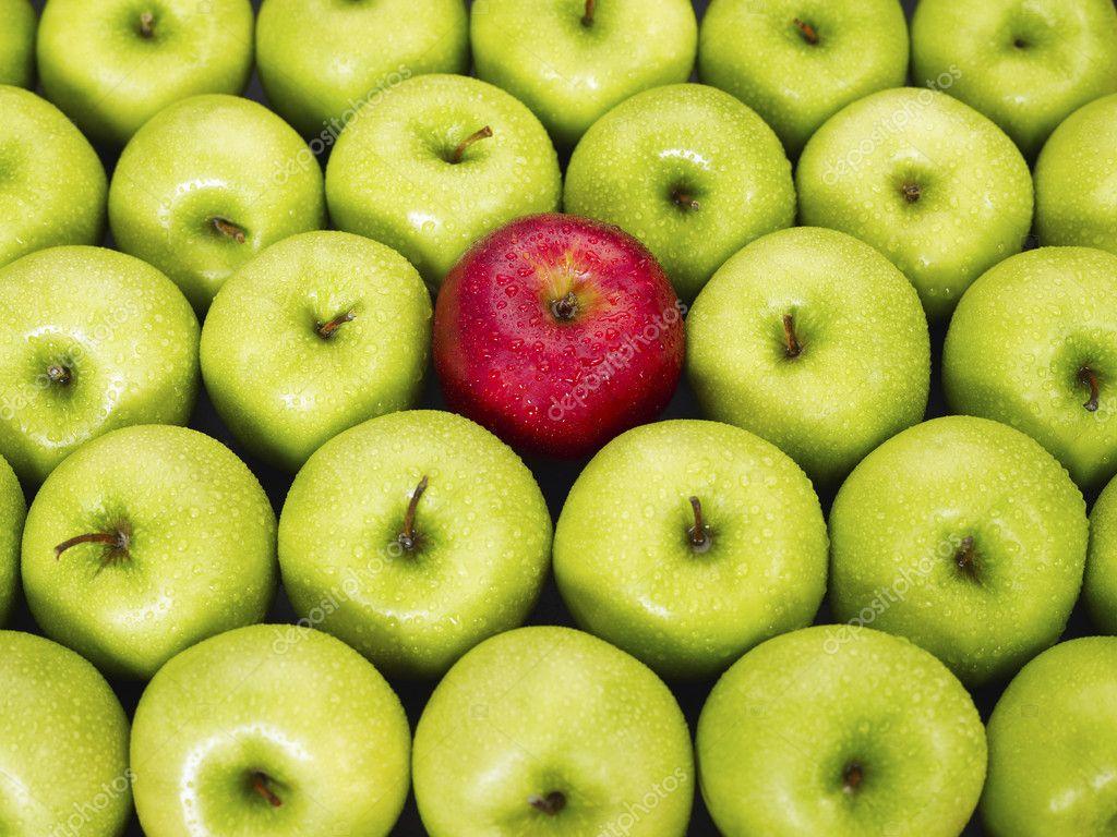 картинка яблок зеленых и красных совсем