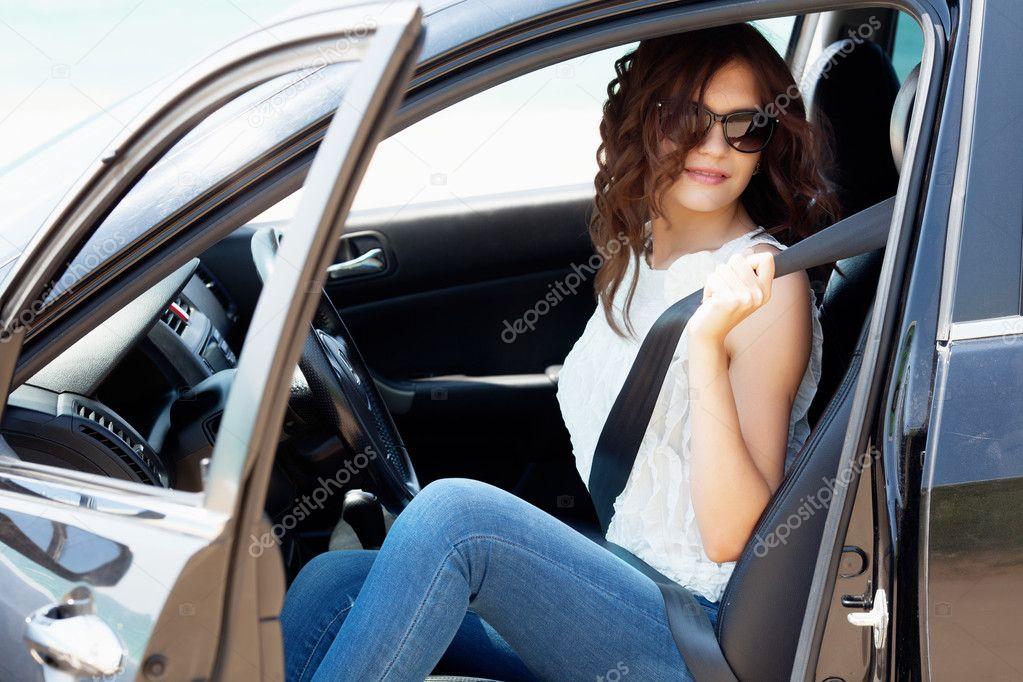 Chica negro coche