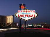 Fotografie Las Vegas Willkommen Zeichen in der Abenddämmerung