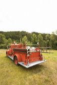 červené hasičské auto