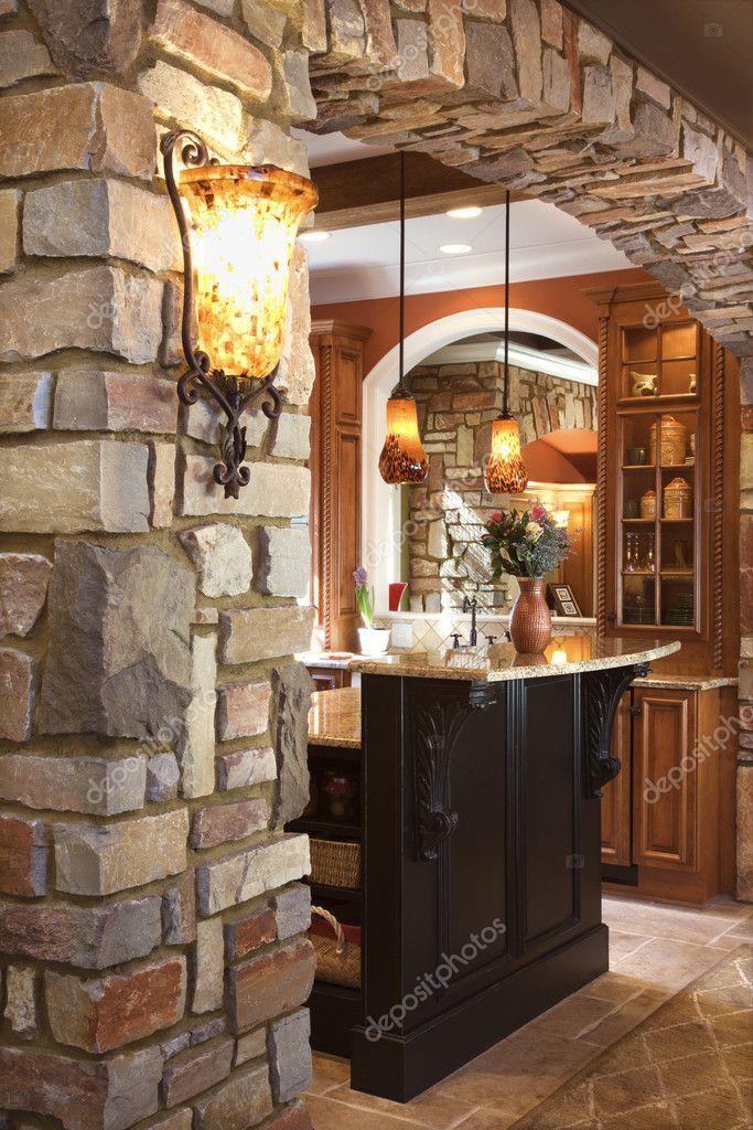 Arco in pietra in casa di benestanti foto stock iofoto for Interni case americane