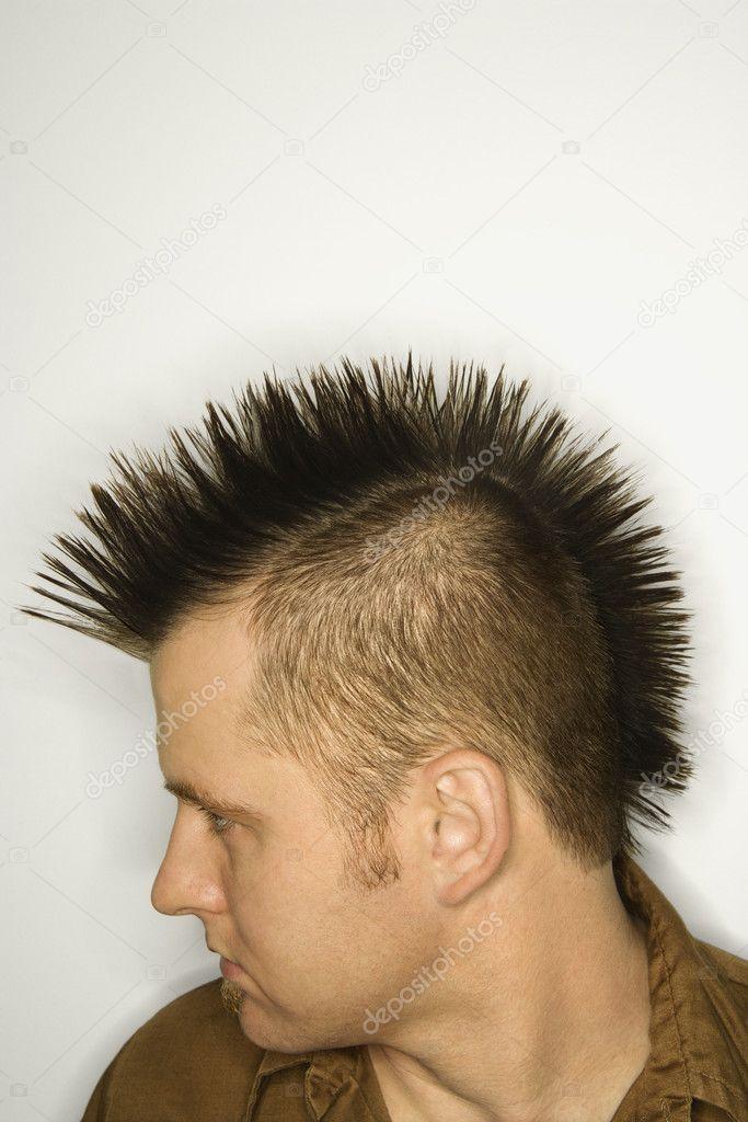 Pelo Punky Hombre Caucasico Con Pelo Del Punky Foto De Stock - Cresta-pelo