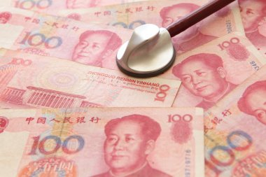 Listen to Chinese Money yuan by stethoscope