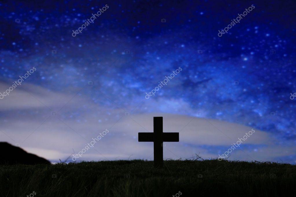 Croix en bois sur un ciel toil de la nuit noire photo 9078834 - Fabriquer un ciel etoile ...