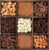 Photo Assorted chocolate chips in a printers box