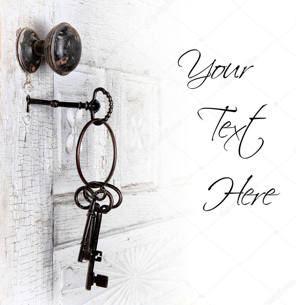Antigua puerta con las llaves en la cerradura fotos de - Llaves antiguas de puertas ...