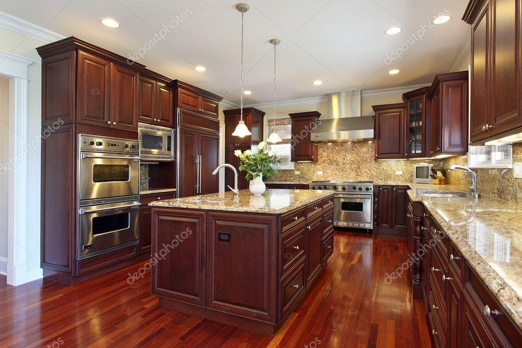 Küche mit Kirsche Holz Schränke — Stockfoto © lmphot #8592846