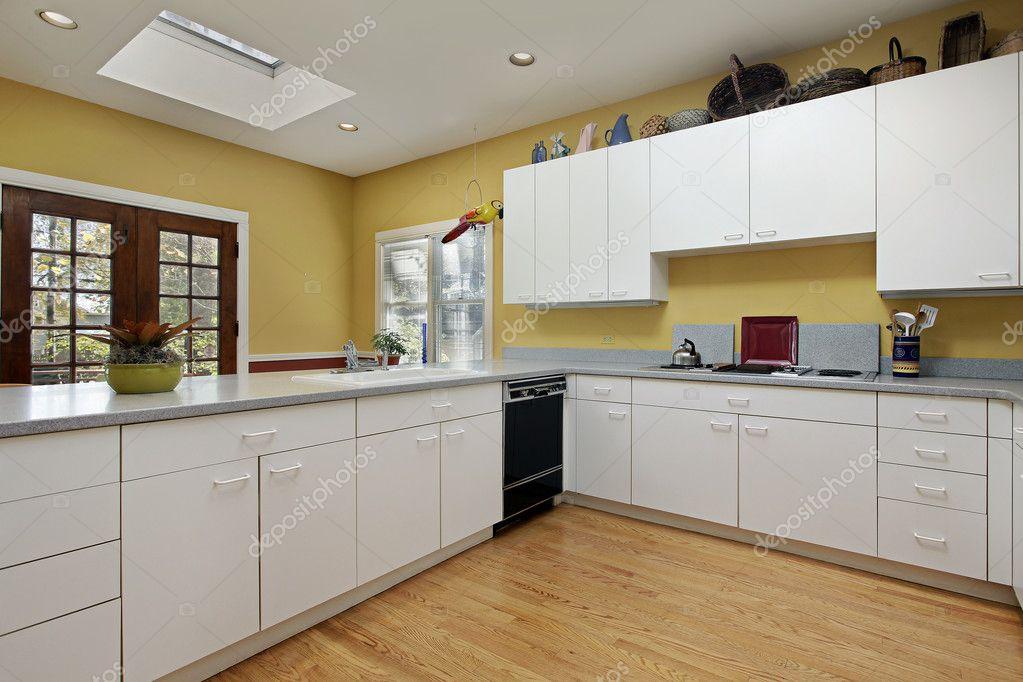 Keuken Met Dakraam : Keuken met dakraam u2014 stockfoto © lmphot #8656178