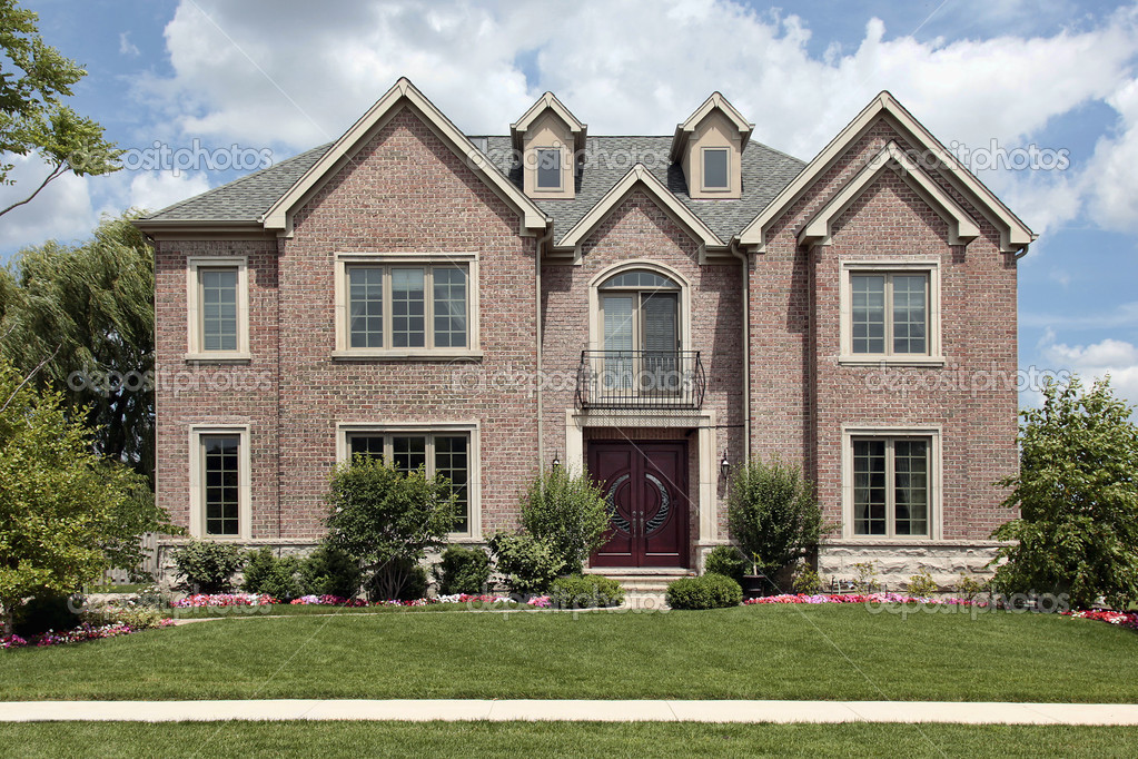 maison avec balcon avant en brique photographie lmphot 8656857. Black Bedroom Furniture Sets. Home Design Ideas