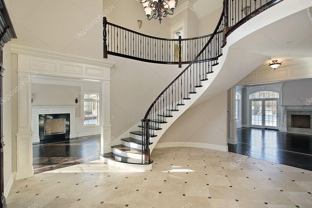 Hall de entrada con escalera de caracol foto de stock - Cerrar escalera caracol ...