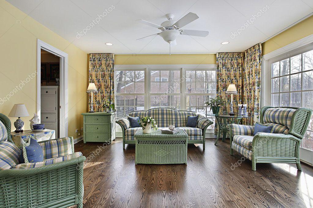 wintergarten mit gr nen korbm bel stockfoto lmphot. Black Bedroom Furniture Sets. Home Design Ideas
