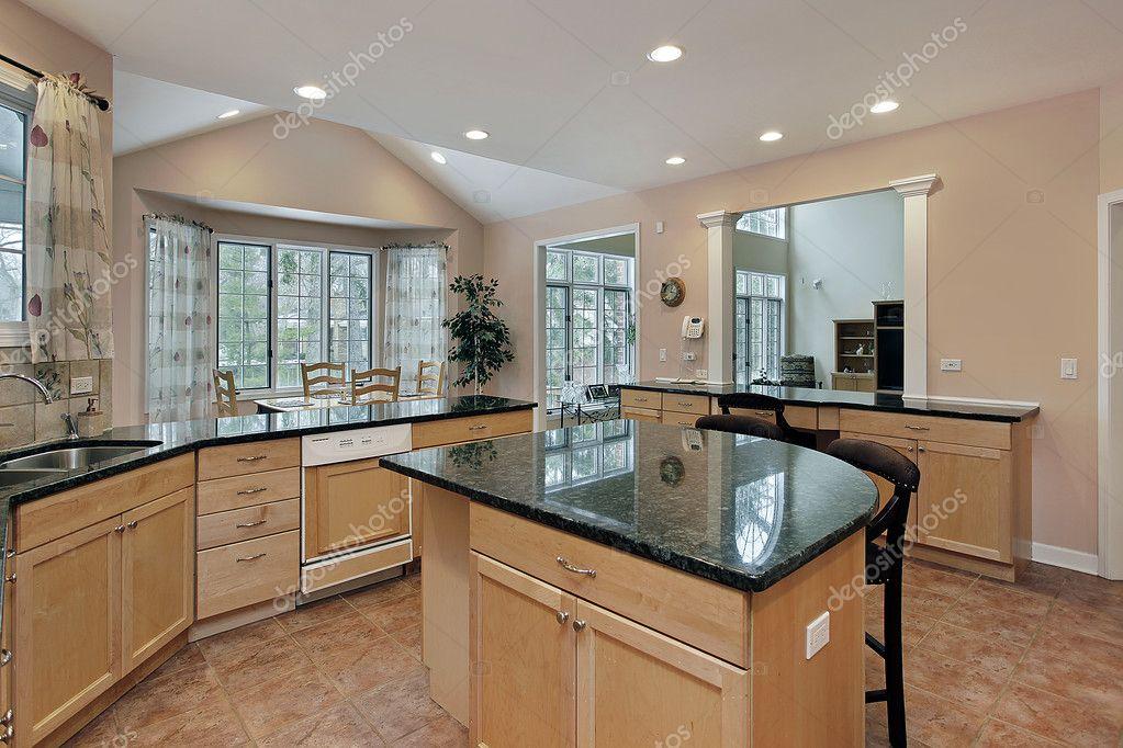 cocina con isla mármol superior — Fotos de Stock © lmphot #8669408