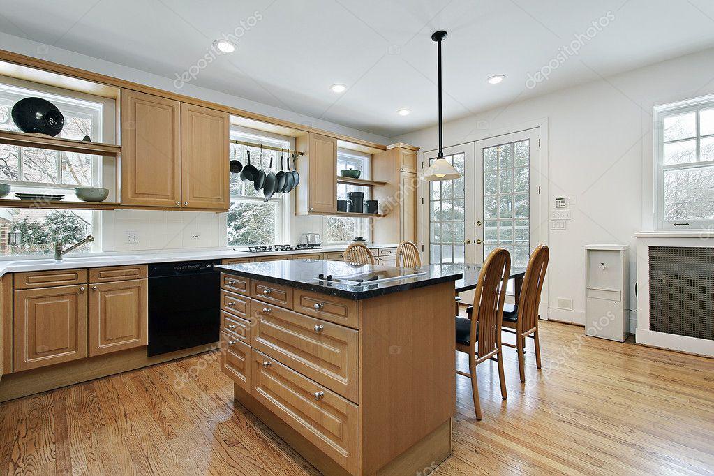 Küche mit Marmor-Insel — Stockfoto © lmphot #8669469