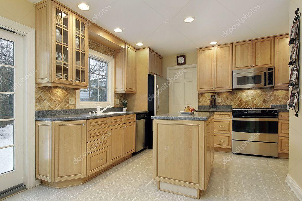 cucina con mobili in rovere — Foto Stock © lmphot #8669682