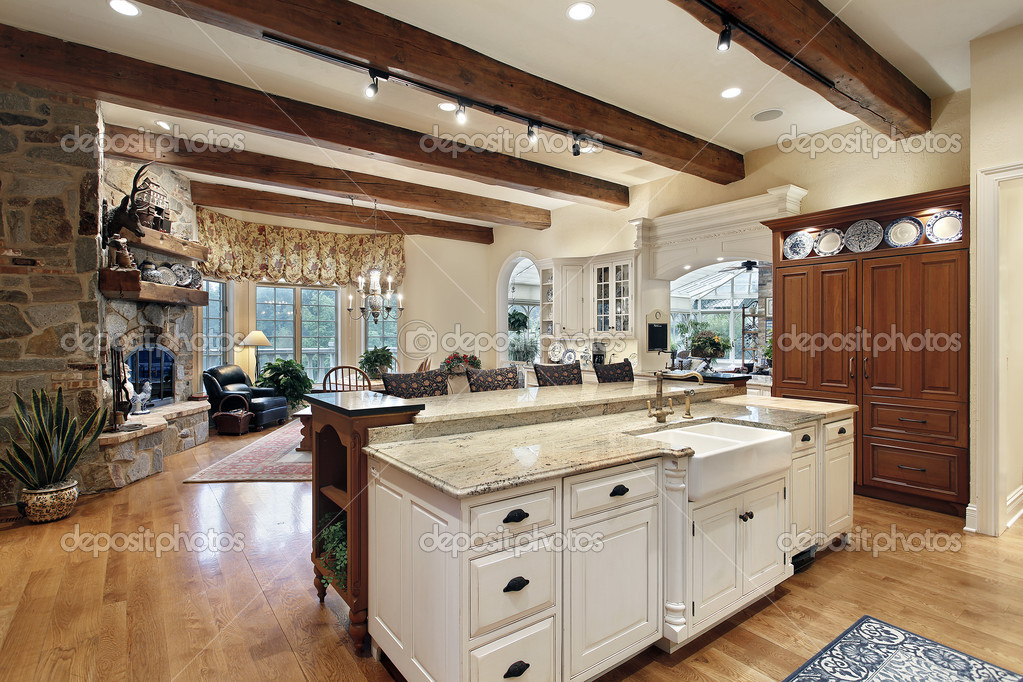 cucina con camino in pietra — Foto Stock © lmphot #8670442