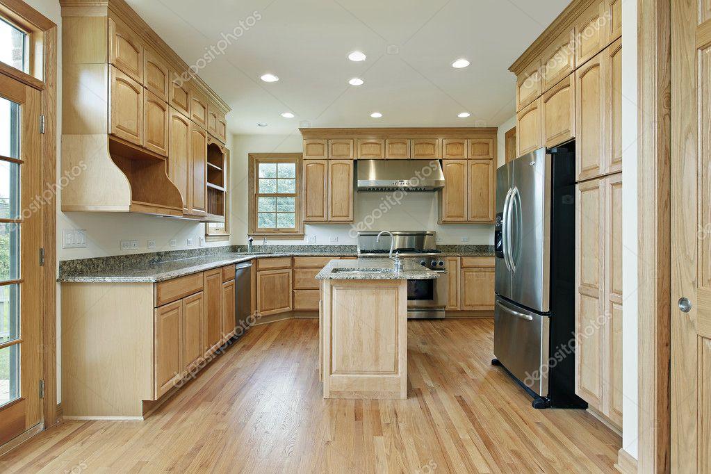 Küche mit Eiche Holz Schränke — Stockfoto © lmphot #8670601