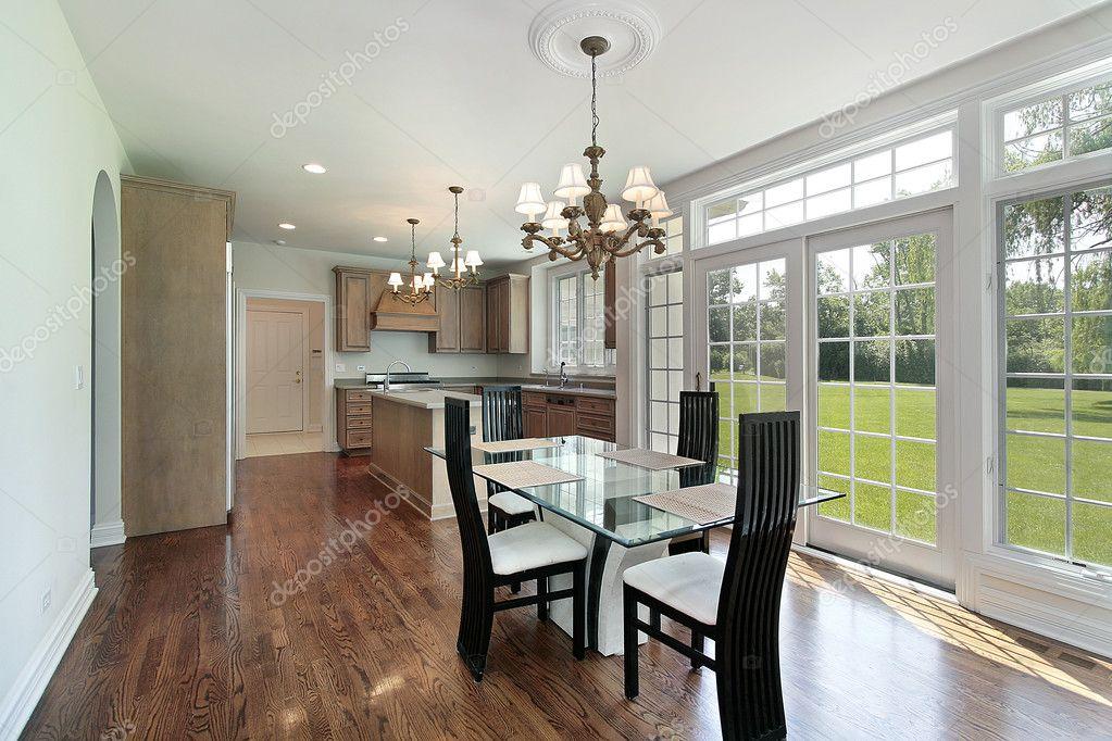 cucina con ante scorrevoli in vetro — Foto Stock © lmphot #8670683