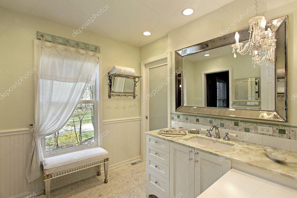 badkamer met witte kasten — Stockfoto © lmphot #8677654