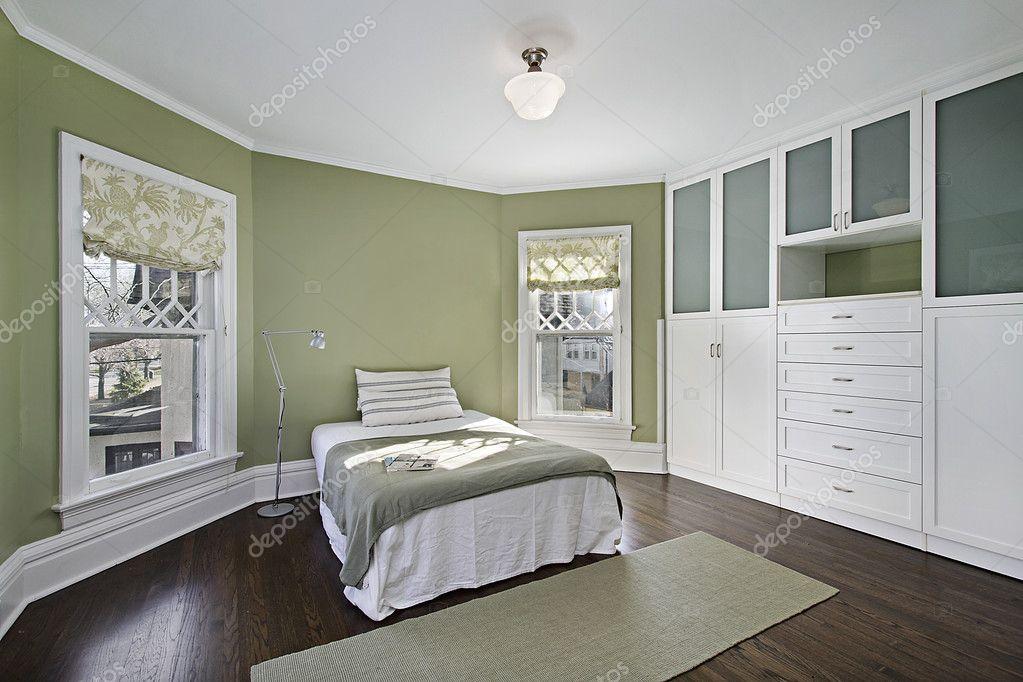 master camera da letto con pareti verde ? foto stock © lmphot #8679302 - Pareti Verdi Camera Da Letto