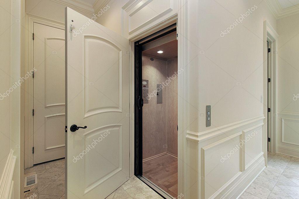 Lift In Huis : Lift in nieuwe bouw huis u2014 stockfoto © lmphot #8682267