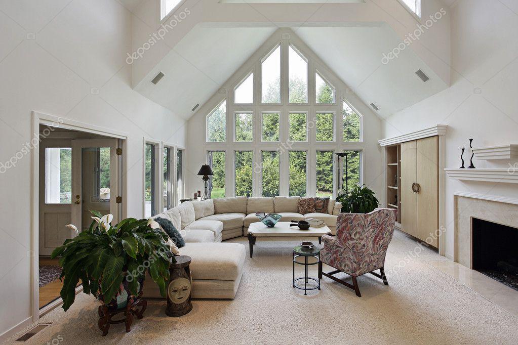 woonkamer met vloer tot plafond ramen — Stockfoto © lmphot #8682419