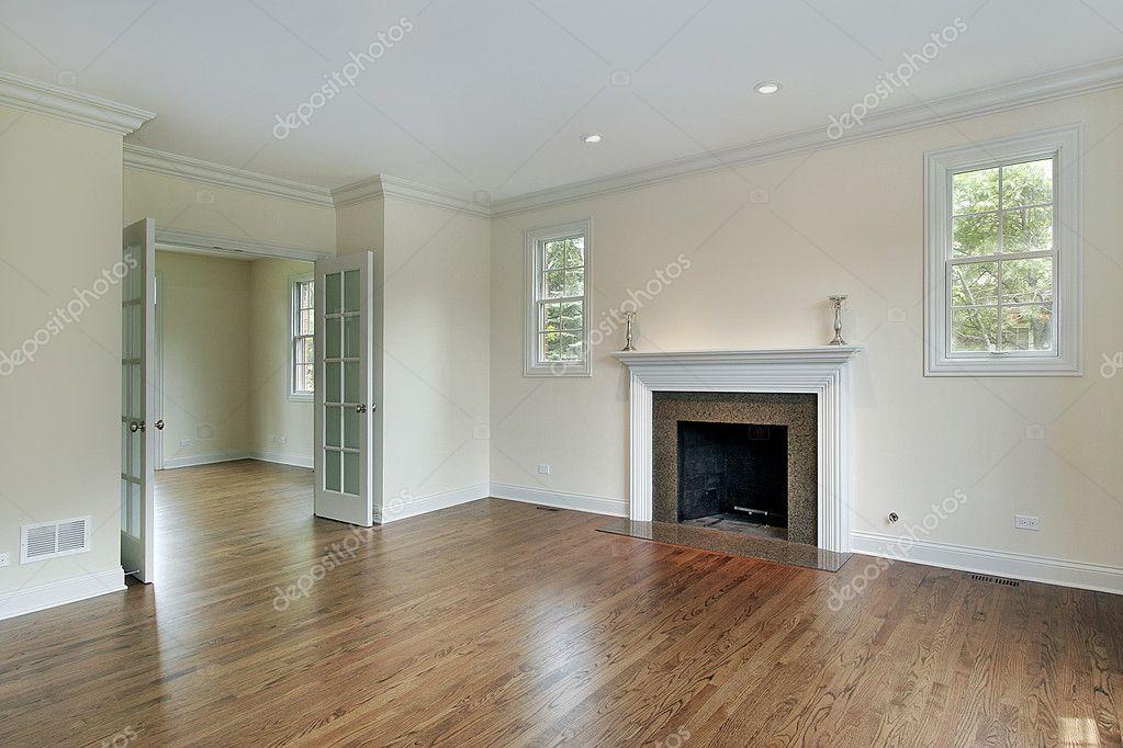 sala de estar con chimenea u foto de stock