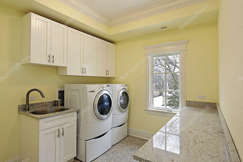 cuarto de lavado en casa de lujo — Foto de stock © lmphot #8689201