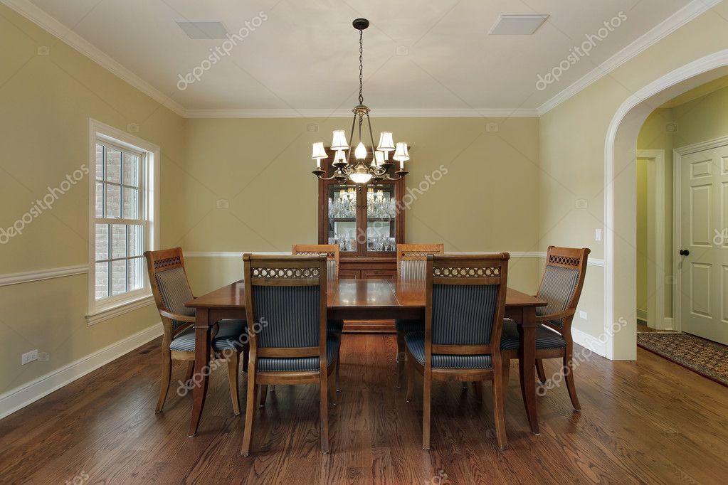 Pareti Doro : Sala da pranzo con pareti oro u2014 foto stock © lmphot #8689434