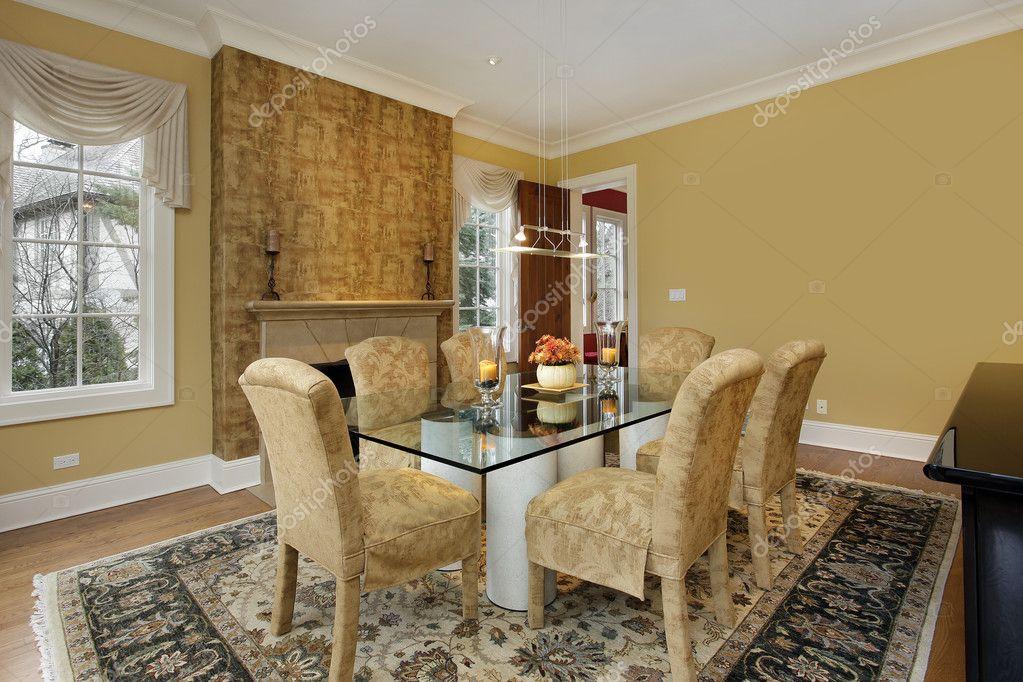 sala da pranzo con pareti oro — Foto Stock © lmphot #8689471
