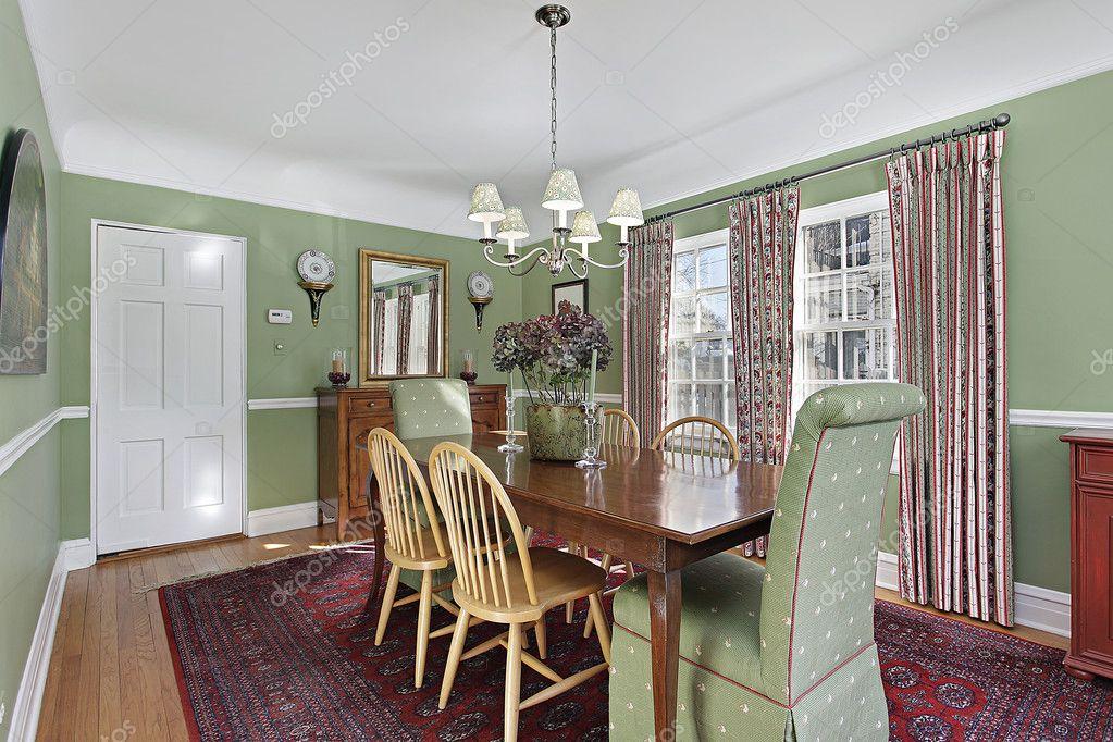 sala da pranzo con pareti verde — Foto Stock © lmphot #8689877