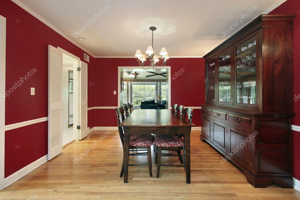 sala da pranzo con pareti rosse — Foto Stock © lmphot #8690975