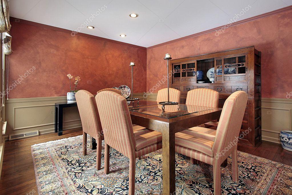Eetkamer Van Oranje : Eetkamer met oranje muren u stockfoto lmphot