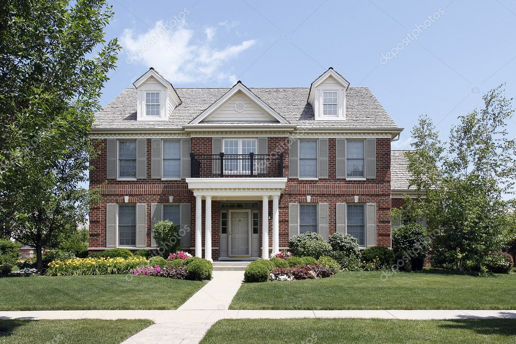 maison avec balcon avant en brique photographie lmphot 8691643. Black Bedroom Furniture Sets. Home Design Ideas