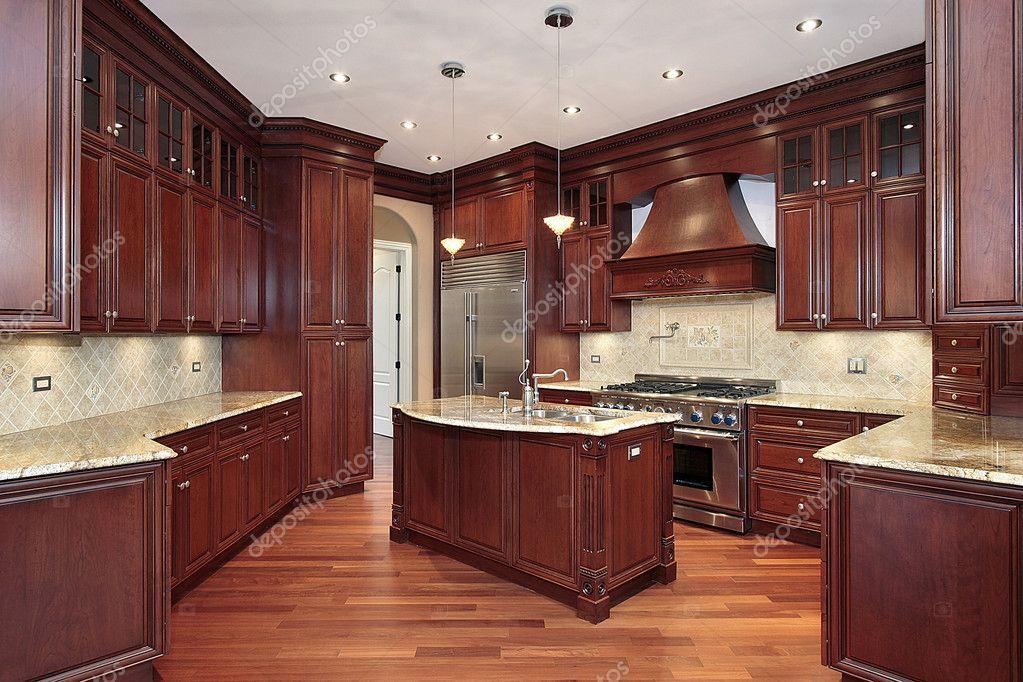 Küche mit Kirsche Holz Schränke — Stockfoto © lmphot #8701433