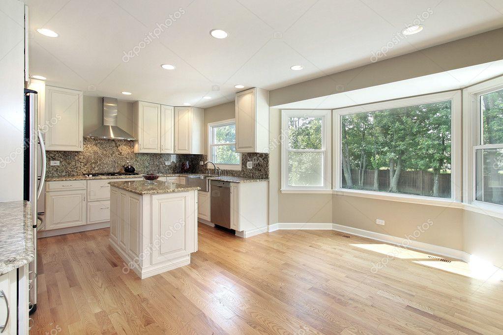 cuisine avec grande baie vitr e photographie lmphot. Black Bedroom Furniture Sets. Home Design Ideas