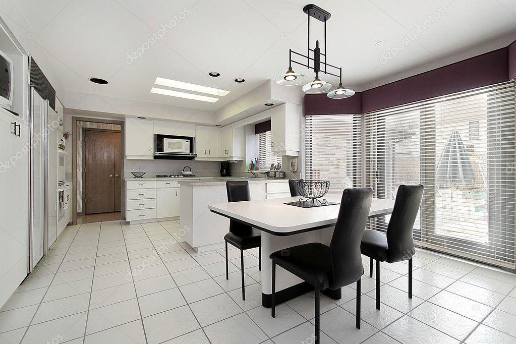 cucina con piastrelle bianche — Foto Stock © lmphot #8701522