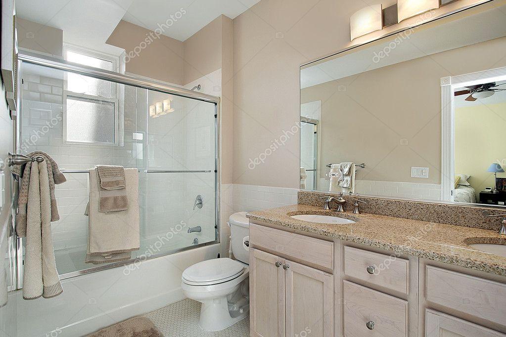 Schuifdeur Voor Badkamer : Douchedeuren en schuifdeuren voor een badkamer euro outlet center