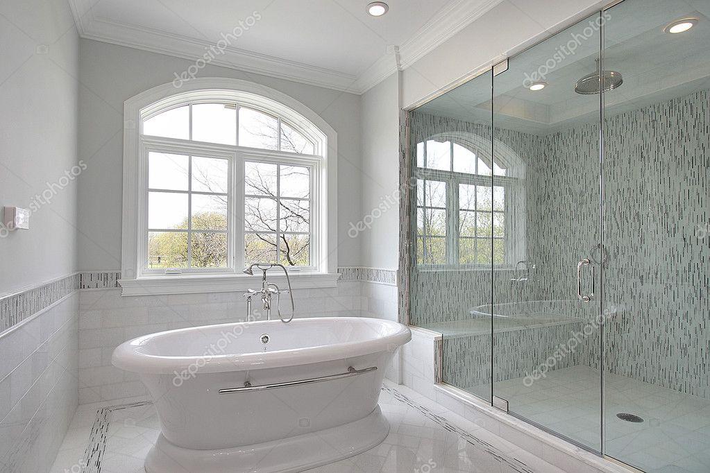 Master badkamer met grote douche — Stockfoto © lmphot #8702154