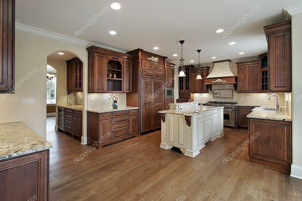 cocina con isla del granito — Fotos de Stock © lmphot #8702300