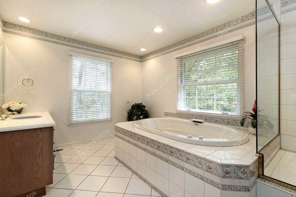 mestre banho em casa remodelada stock photo lmphot 8702419. Black Bedroom Furniture Sets. Home Design Ideas