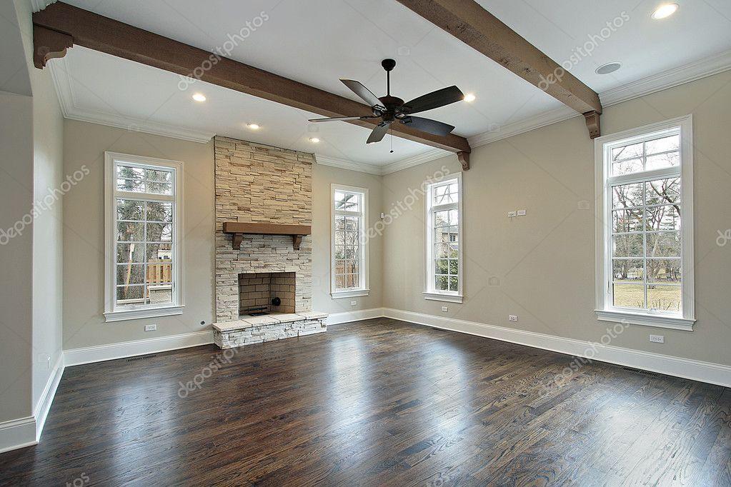 Familiekamer met houten balken plafond u stockfoto lmphot