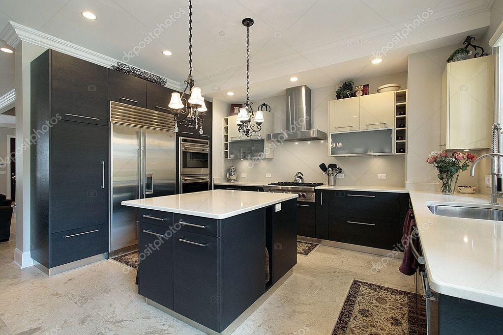 cocina con gabinetes negros — Fotos de Stock © lmphot #8716691