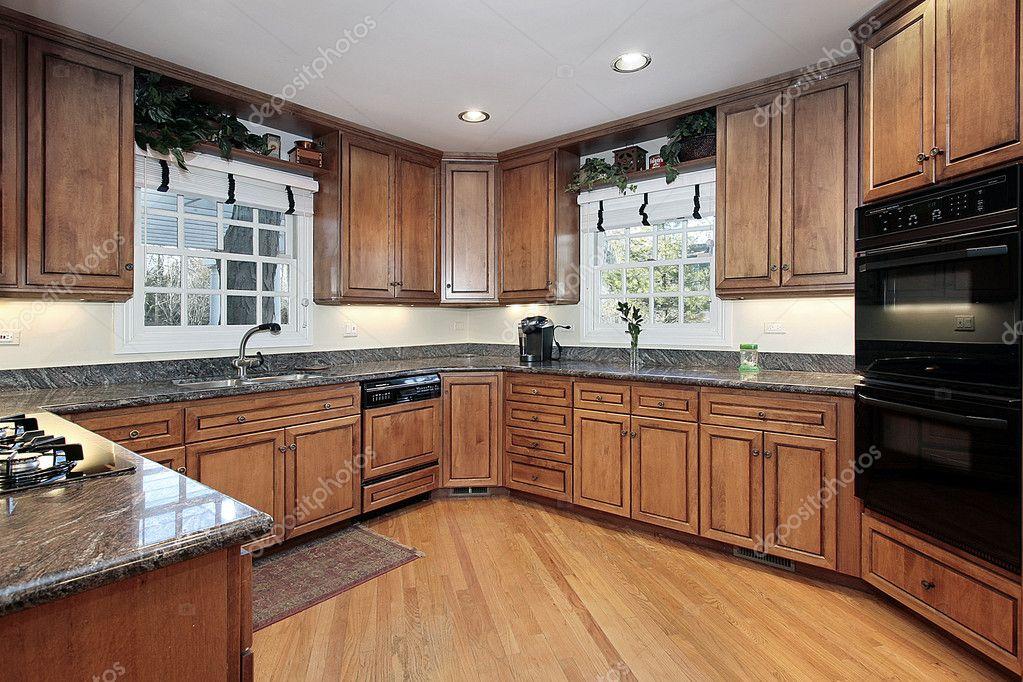 Moderne houten panelen keuken u stockfoto lmphot