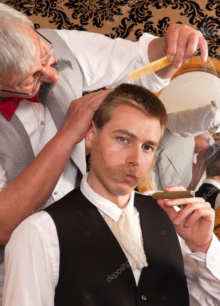 Kunden in einem Friseursalon — Stockfoto © Klanneke #9546093