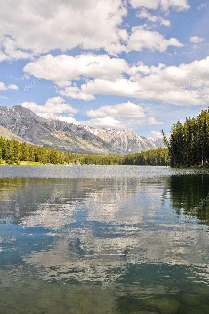 Johnson lake, Rocky Mountains (Canada)